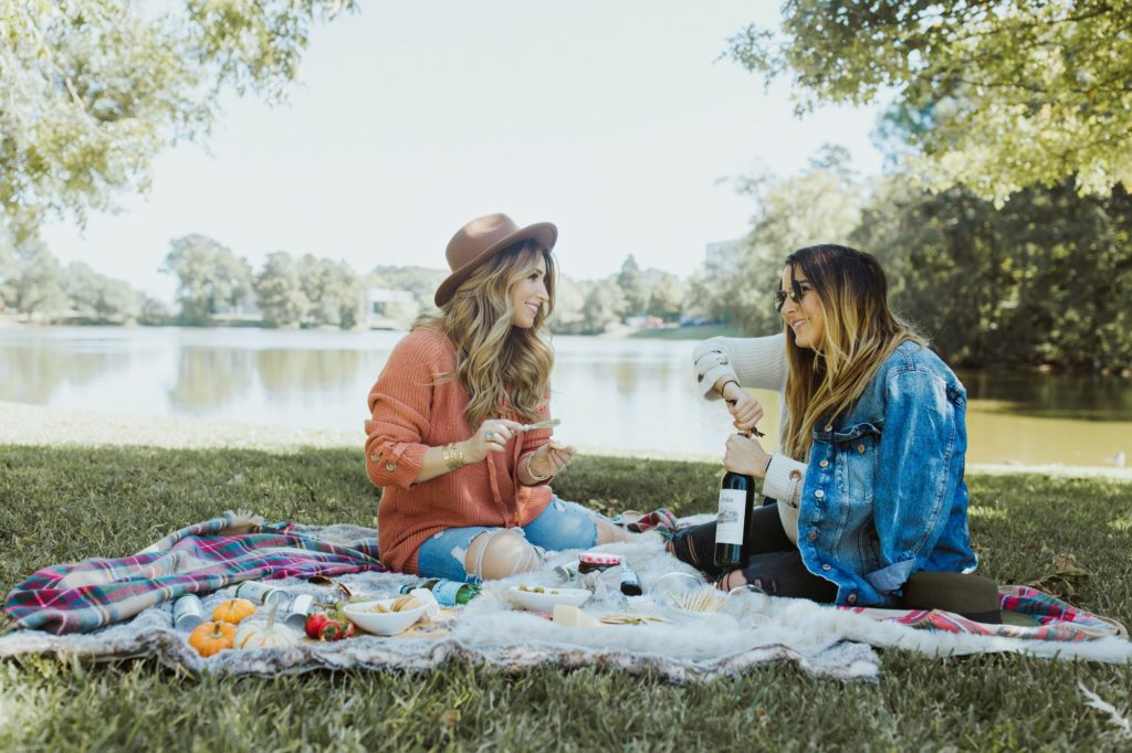 how to create a low maintenance picnic