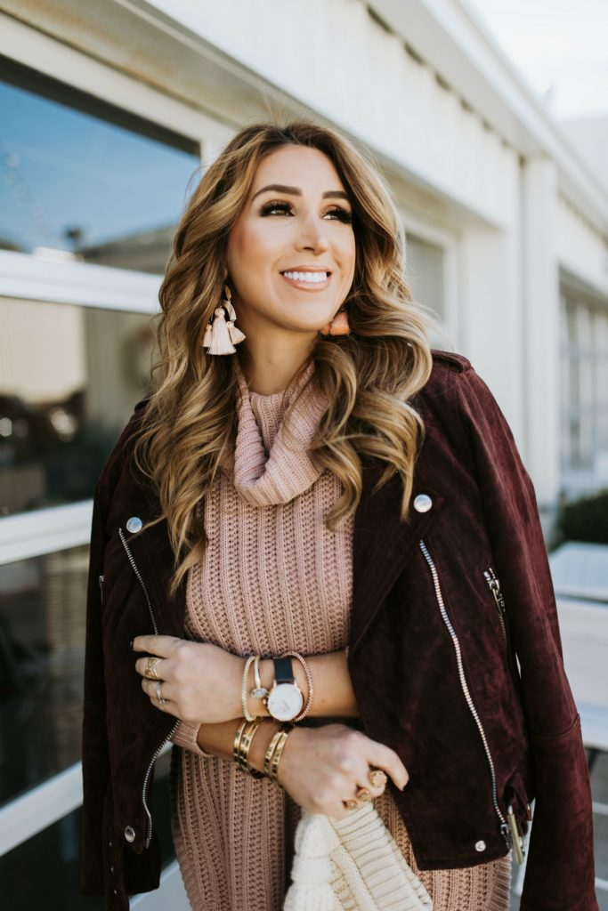 dusty rose sweater and white jeans
